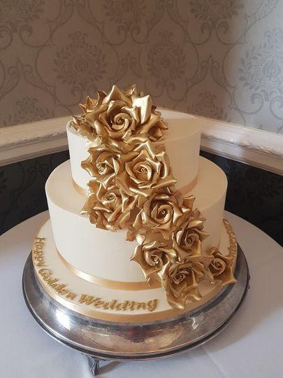 Gold floral cake design