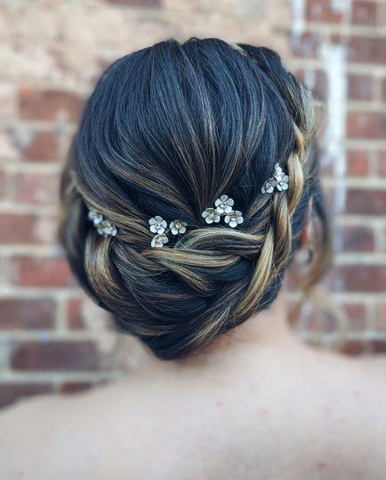 Twisted halo braid