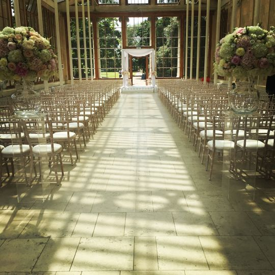 Simple conservatory ceremony setup