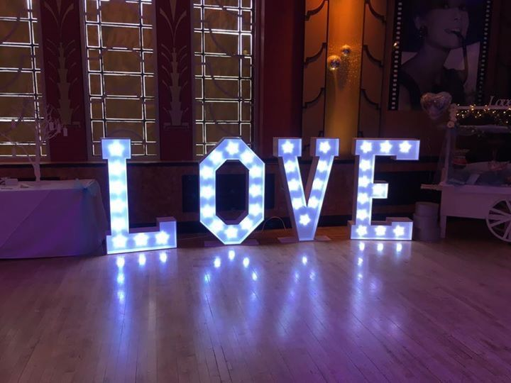4ft colour changing LOVE Lette