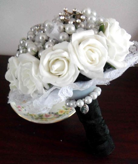 3B Bouquet - buttons, beads and brooches