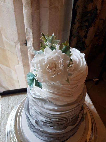 Sugar flowers and grey ruffles