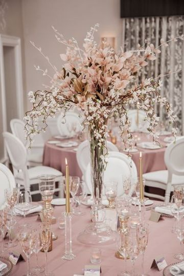 Centerpiece and Louis chairs