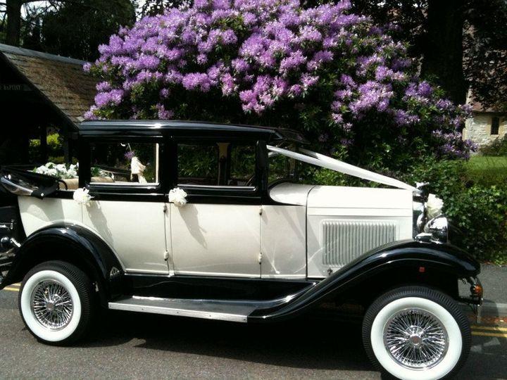 Traditional wedding car Li