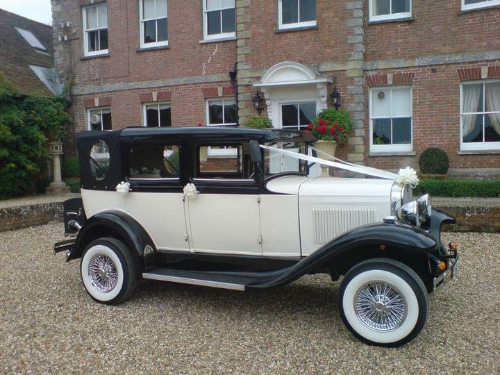 Traditional wedding car-Li