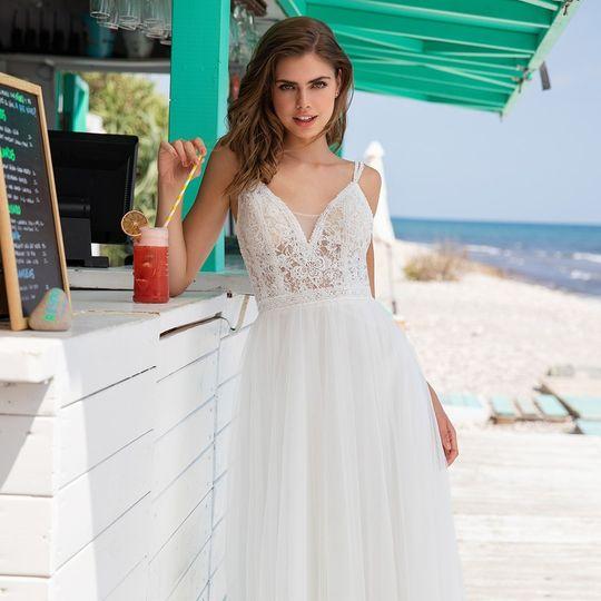 pronovias carousel 1080x1080 white one beach 25 dol d 1 53845 157529527781916 4 2020 158920389858541