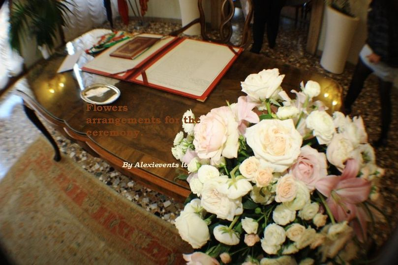 ceremony flower arrangement 4 112395