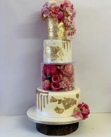 Film tier wedding cake