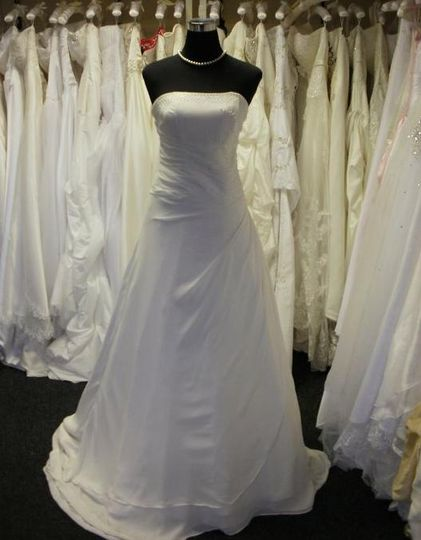 Classic sleek wedding gown