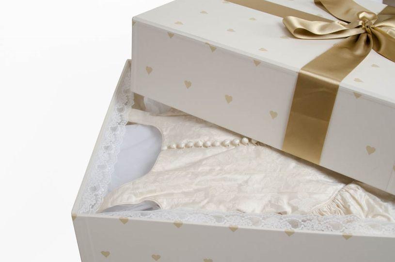 Elegant wedding gown box