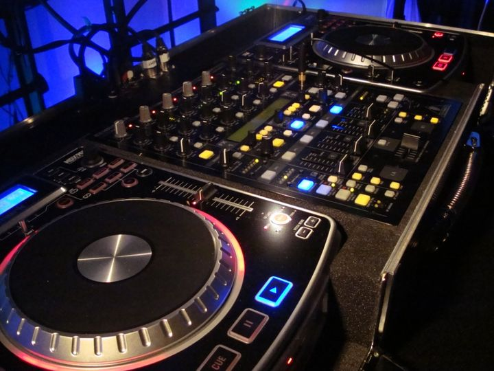 DJ Controllers plus Mixer