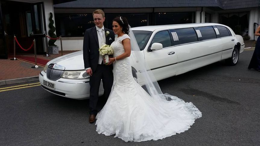 White Lincoln Limo holds 8