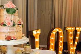 Wedding Cakes by Lisa Broughton