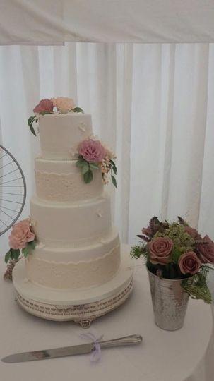 Botanical floral cake design