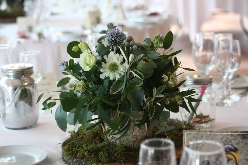 Wild and natural table centre