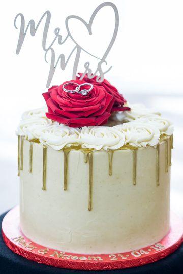 Mind the cake!