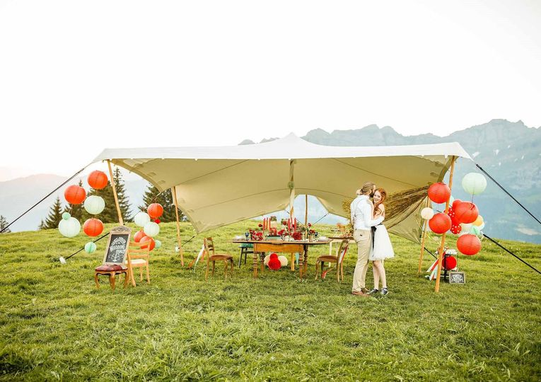 Tent with balloon décor