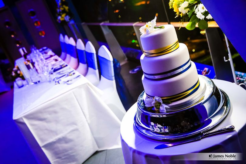 Unique setting for your top table and cake display