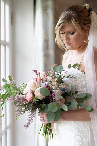 bridal photography with bridal bouquet by kelly atwood floral designs london 4 262911 160674109638214