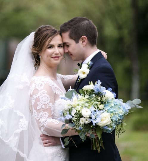 bride groom photography with flowers by kelly atwood floral designs london 4 262911 160674109897529