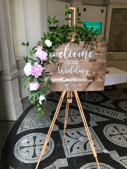 wedding welcome floral spray by kelly atwood floral designs london 4 262911 160674110774470