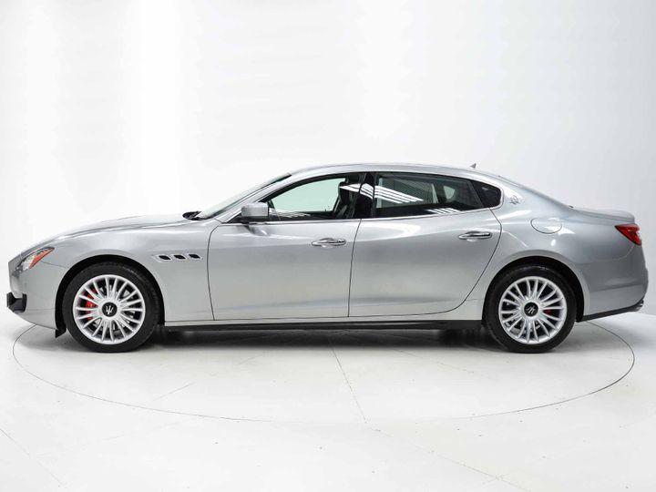 Maserati Quattroporte from the side