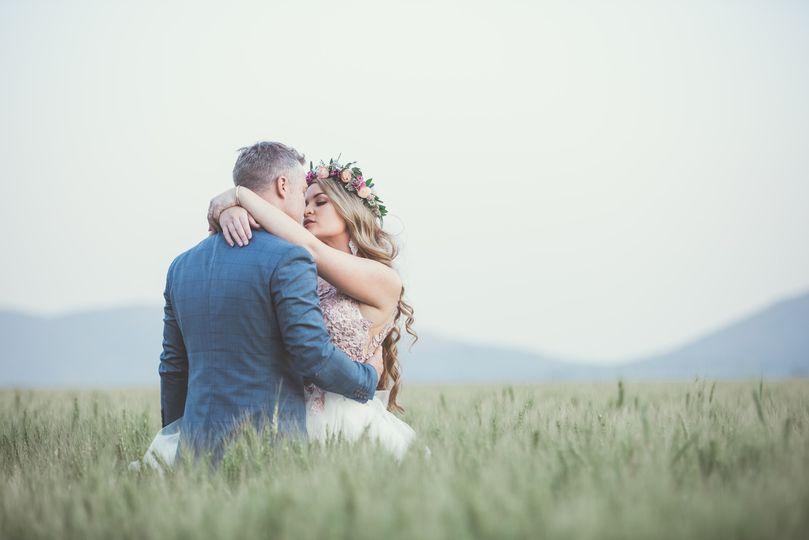 man and woman kissing 1491282 4 273025 159303013245097
