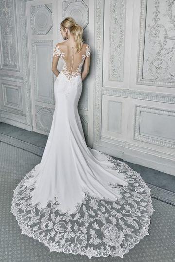 Scalloped dress details