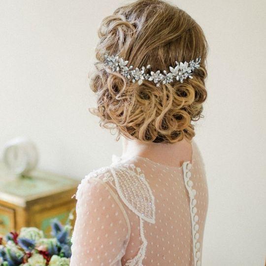 Floral romance hair vine