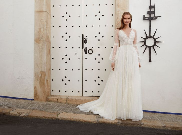 Morgan Davies In Hertfordshire Bridalwear Shops Hitched Co Uk