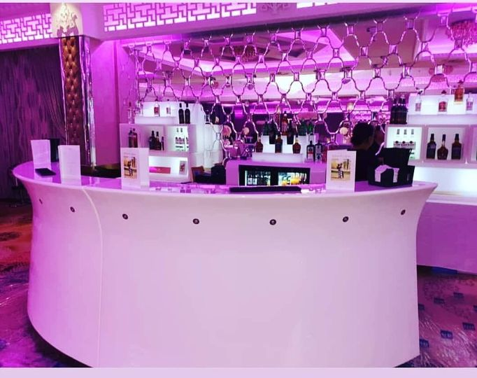 Elegant white-gloss mobile bar