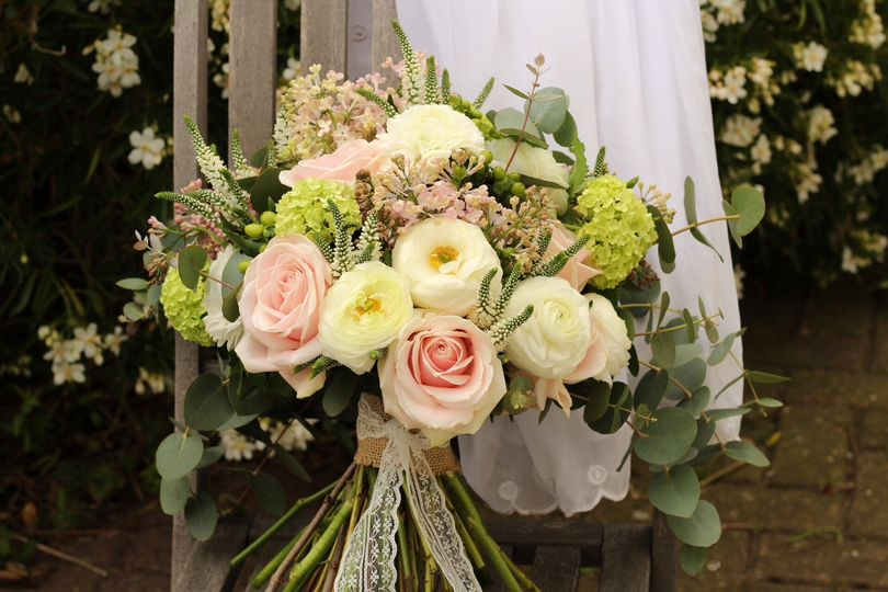 Natural hand-tied bouquet