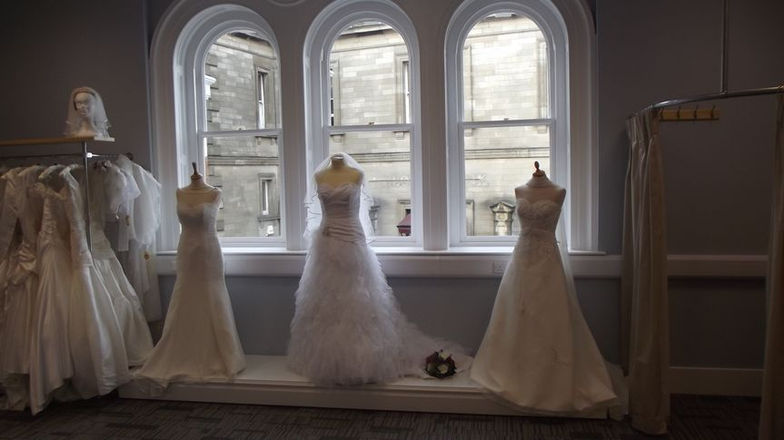 Curvy bridal room