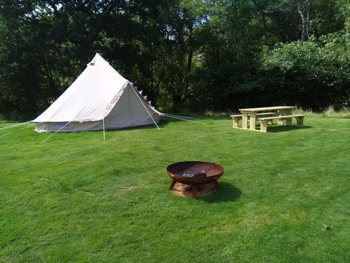 Tent, picnic table & firepit