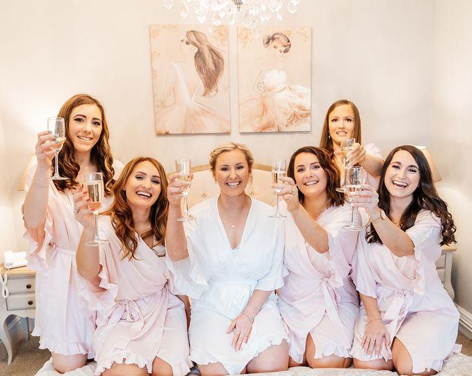 bride and bridesmaids 4 113707 161779760482328