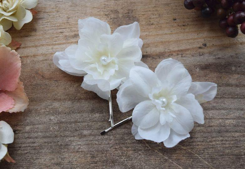 Bridal floral pearl hair pins
