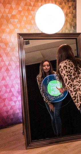 Fully interactive mirror