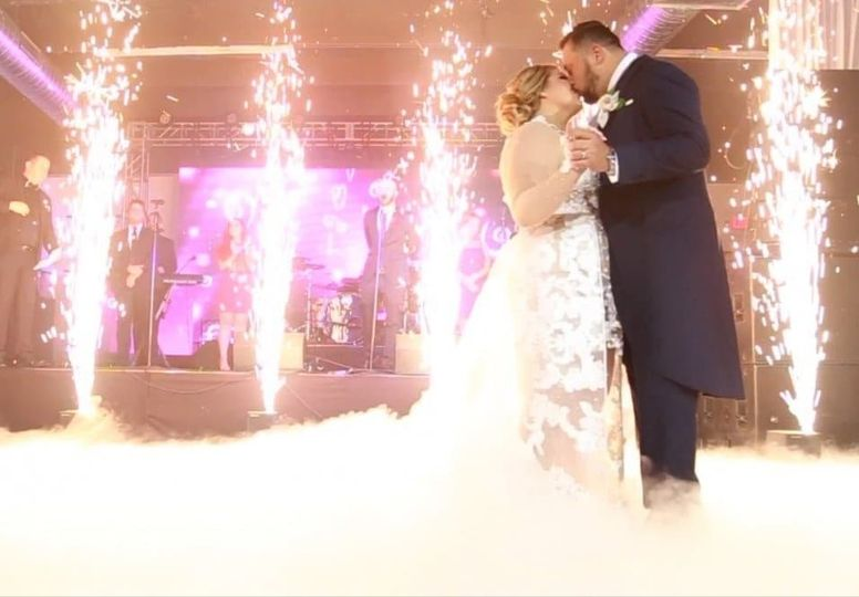 cold sparkular hire, cold wedding fireworks, first dance cloud