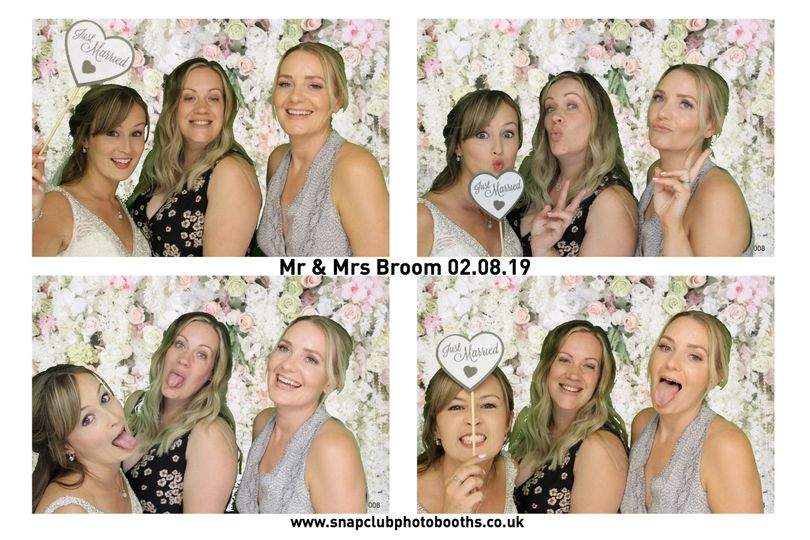 Photo Booths Snapclub photo booths 40