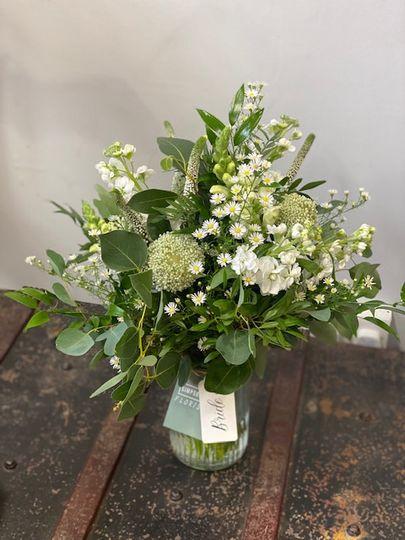 Loose, wild bridal bouquet