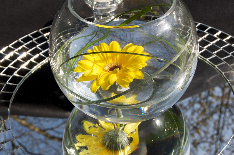 Yellow centrepiece with fish bowl