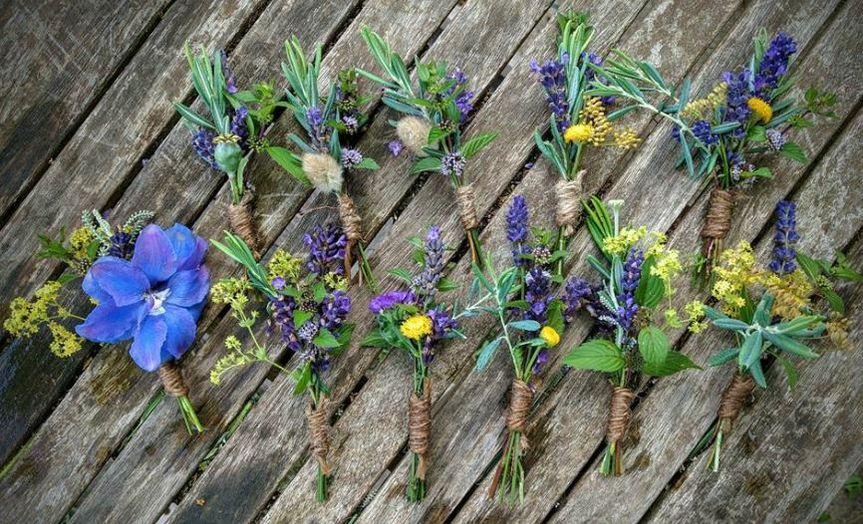 Rustic buttonholes