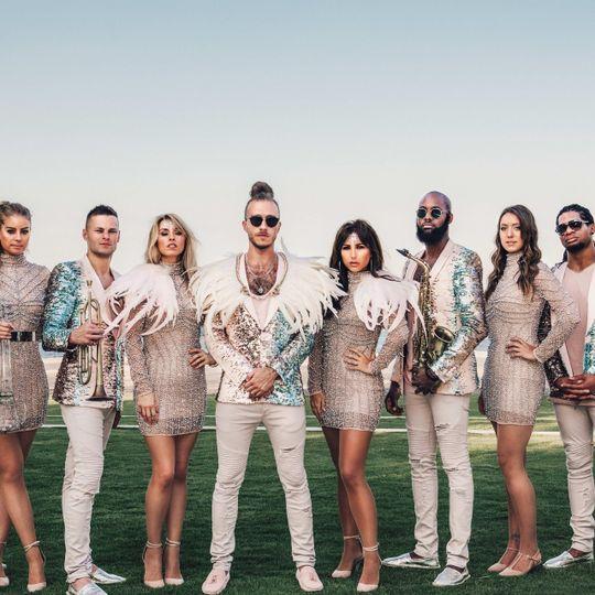Glamorous wedding band