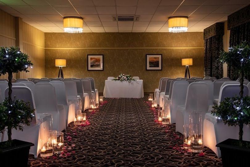 Romantic ceremony in the Oak Room