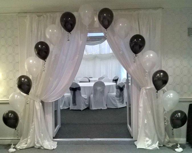 Classic Balloon Arch.