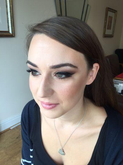 Glam bridesmaid make-up