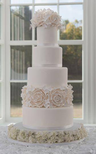 modern vintage white rose hydrangea wedding cake 4 114319