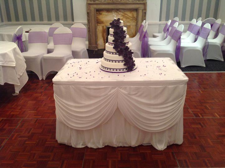 Cake table skirt