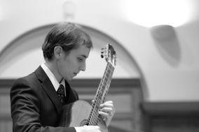 Ariel Gragnani - Classical Guitarist