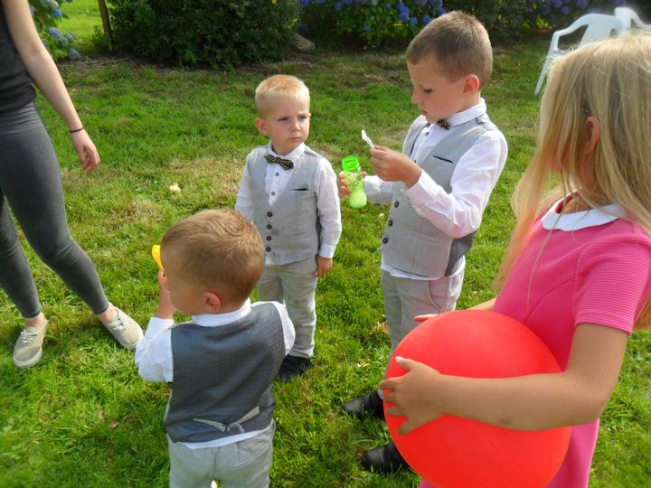 Bubbles and hopping races